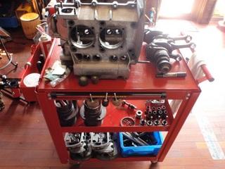 09.08.24 1800エンジン全部品.JPG