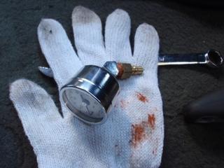 11.10.29油圧計を機械式に変更.JPG