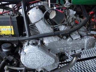 アルミエンジンを磨く (6).JPG