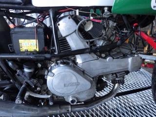 アルミエンジンを磨く (7).JPG
