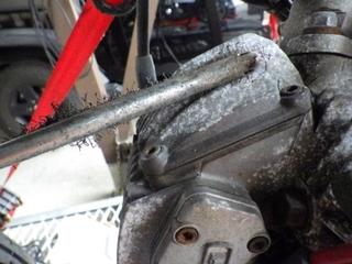 アルミエンジンを磨く (9).JPG